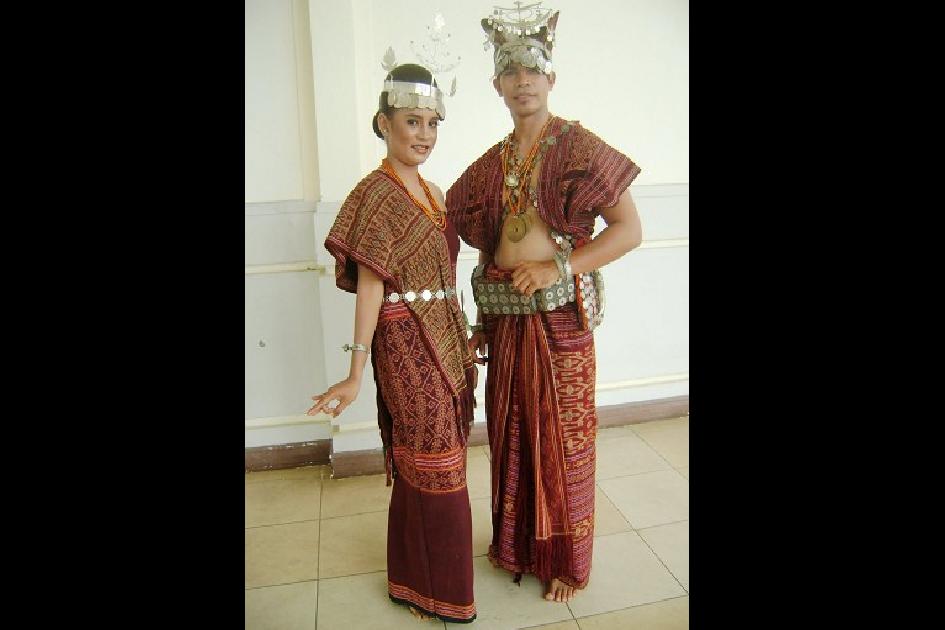 ملابس التقليدية  نوسا تينغارا الشرق