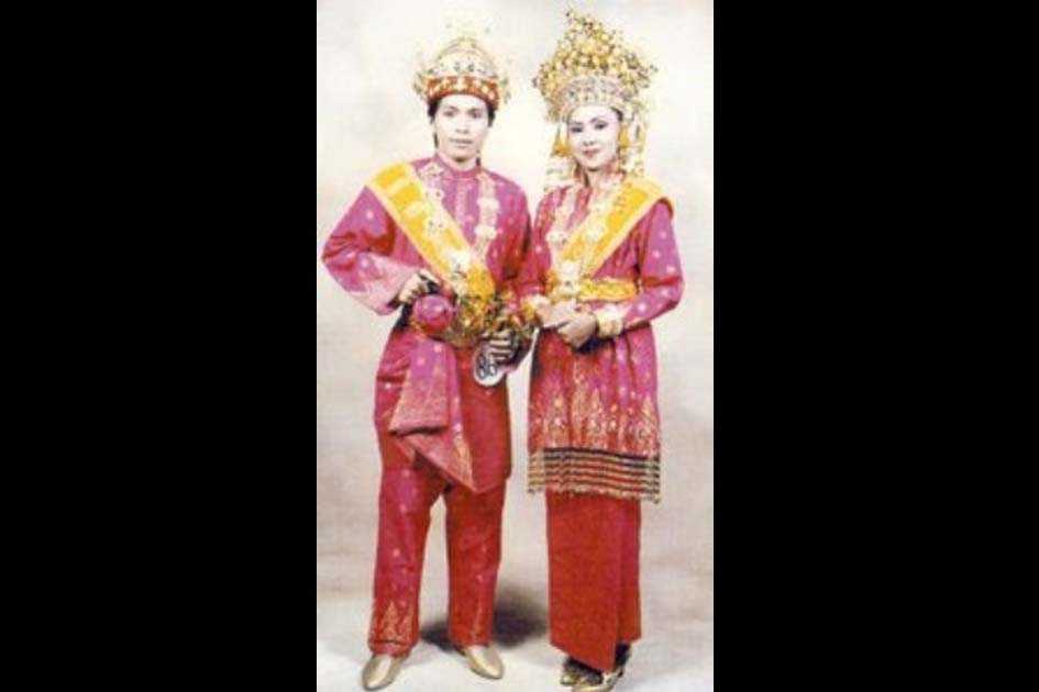 Traditional Costume of Teluk Belanga and Kebaya Labuh