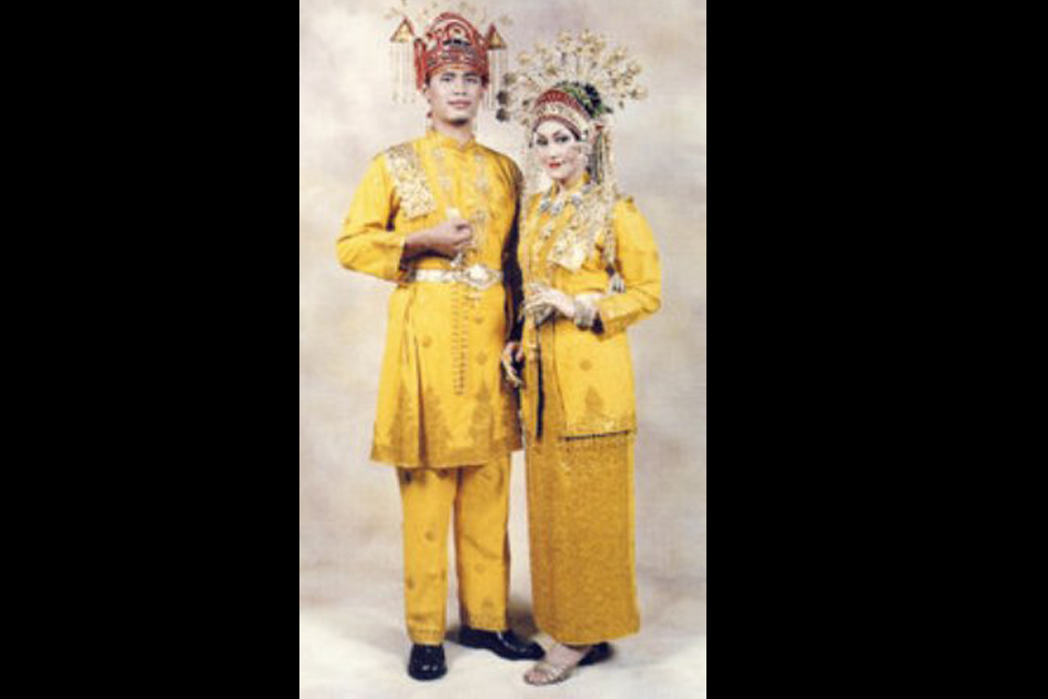 Traditional Costume of Indragiri Riau